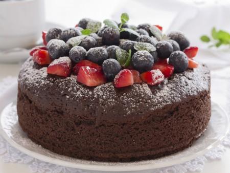 berry chocolate cake